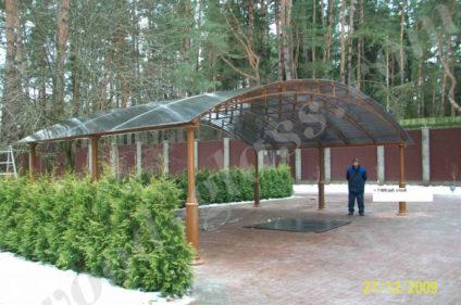Деревянный навес с прозрачной крышей