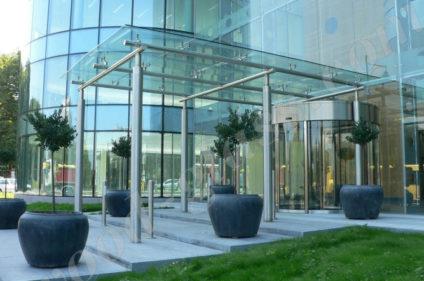 Навес из стекла для офисного здания