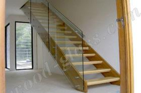 Лестница из дерева, стекла и нержавейки