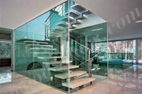 Оформление стеклом гранитной лестницы