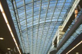 Стеклянная крыша большой площади