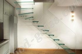 Лестница из стекла в интерьере