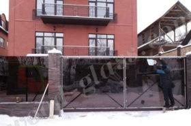 Стеклянный забор с воротами