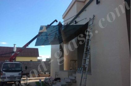 Монтаж стеклянного навеса
