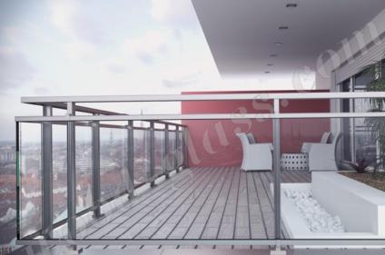 Ограждение балкона из стекла и нержавейки