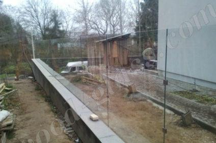Стеклянный забор ограждение с нержавеющими креплениями